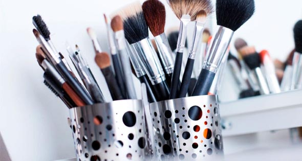 organizar pincéis de maquiagem 016