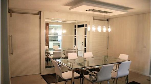 Espelhos na decoração da sala de jantar 002
