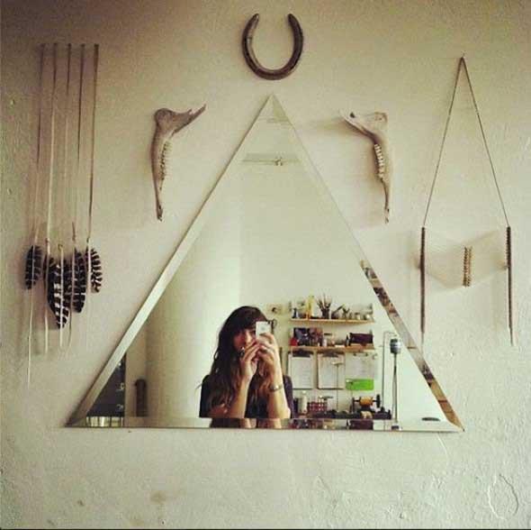 Espelhos triangulares na decoração 013