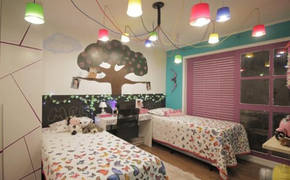 Luminárias e pendentes coloridos na decoração 010