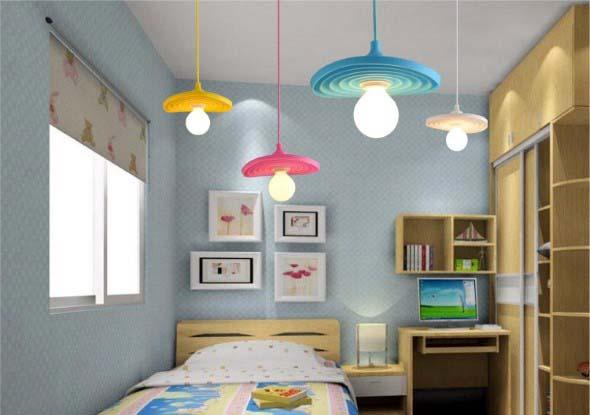 Luminárias e pendentes coloridos na decoração 012