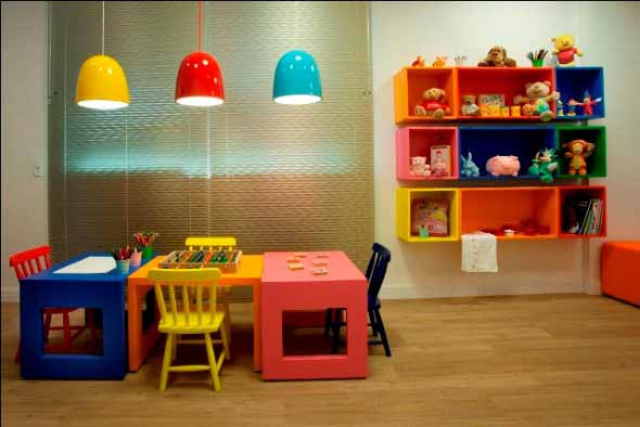 Luminárias e pendentes coloridos na decoração 015