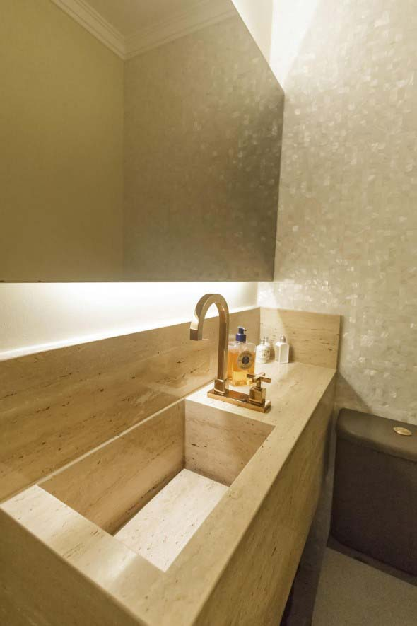 Pia esculpida na decoração do banheiro 004